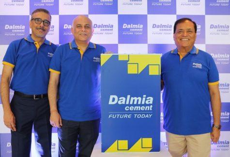 (R-L)- Mr. Mahendra Singhi, MD & CEO, Dalmia Cement (Bharat) Limited, Mr. Ujjwal Batria, Chief Operating Officer, Dalmia Cement (Bharat) Limited and Mr. Pramesh Arya, Executive Director, Marketing, Dalmia Cement (Bharat) Limited.